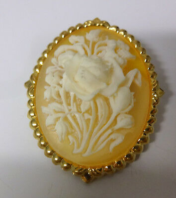 Vintage Gold Tone Lucite Cameo Roses Hard To Find Scarf Colar Clip Pin Brooch