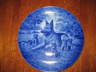 1975 Kaiser porcelain Mother's Day plate-German Shepherd dog w/pups-West Germany