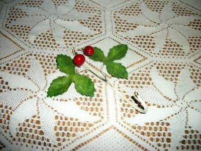 CHIC VINTAGE 30s CHEERY CHERRY ITALIAN TOLE HOOK SHABBY CHIPPY COTTAGE