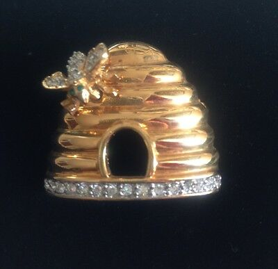 VINTAGE Joan Rivers Gold Plated BEEHIVE w/Clear Crystal BEE Pin Brooch