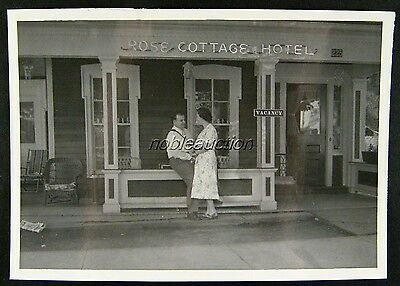 1953 Happy Young Couple Rose Cottage Hotel Niagara Falls NY 2nd St Photo B&W