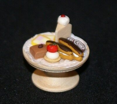 PASTRIES ON WOOD CAKE STAND Dollhouse Miniature Food Sweets Desert 1:12 Scale