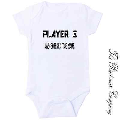 c687bc84c39 PLAYER 3 HAS Entered The Game Baby Grow Vest Body Suit Funny Novelty ...