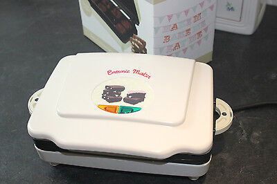 Sweet Treats Brownie Maker New And Boxed Ideal Gift Apron & Tea Towel