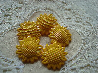 5 Lg. Sunflower Realistic Plastic Buttons