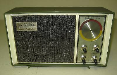 Collectible Sears Silvertone Solid State Radio 7009