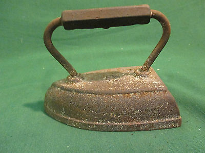 VINTAGE ANTIQUE FLAT SAD IRON NUMBER 7 WITH HANDLE
