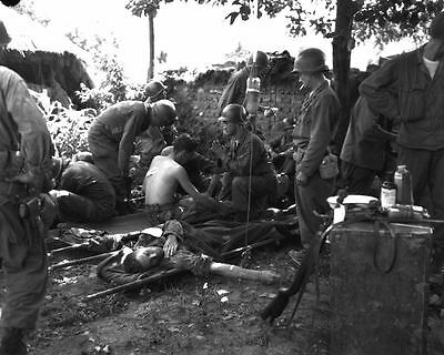 1950 MR Korea Wounded US Soldiers At First Aid Station 8x10 Photo