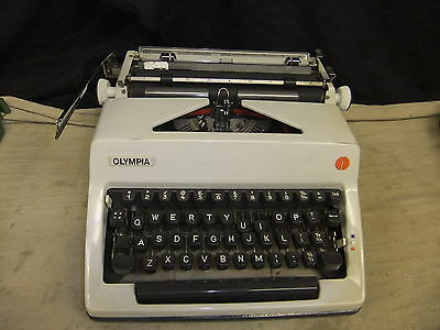 Typewriter manual OLYMPIA mini desktop 1970's lovley usable condition