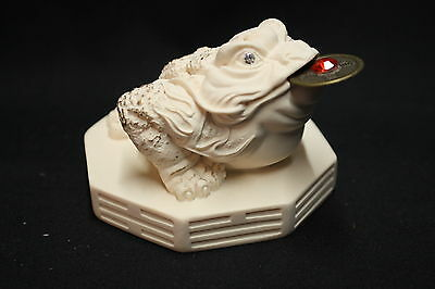 Three legged Moon Frog Statue, coin in mouth - Ivory colour finish (AN008V)