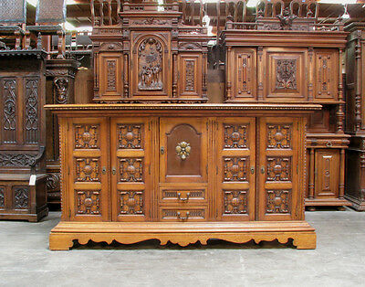 899-1 : Large Oak Spanish Style Sideboard / Buffet W/ Carved Panels