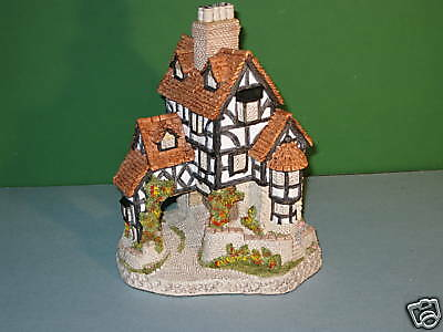 David Winter Cottages Squires Hall Ret MIB with COA