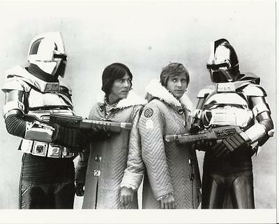 Battlestar Galactica Benedict and Hatch with Cylons 8 x 10 Photo