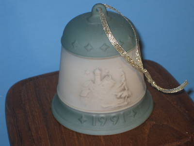 Hummel 1991 Christmas Bell #777 3rd in Series I