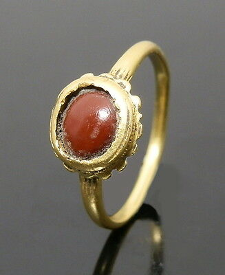 Superb Medieval Gold Ring With Hard Stone Set (J632)