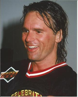 Stargate Richard Dean Anderson All Sweaty with Big Smiles 8 x 10 Photo
