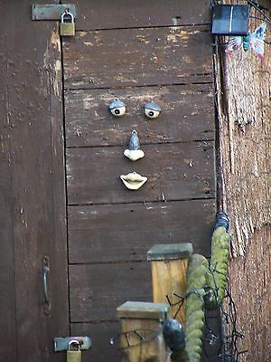 Novelty Durable All Weather Large Funny Garden Tree Face Shed Fencing Ornament