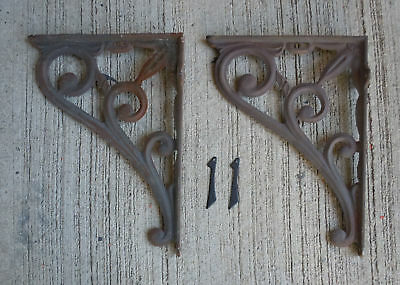 "Pair of Vintage Shapely Cast Iron 15"" x 11"" Shelf Brackets (#11)"