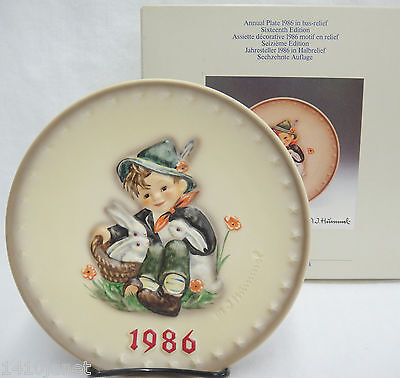 Goebel Hummel 1986 16th Annual Plate HUM279 Playmates Boy with Rabbits