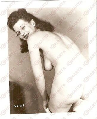 1950 ca USA - EROTICA VINTAGE Sensual woman does a striptease *PHOTO