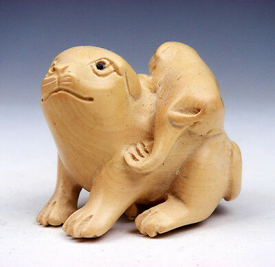 Boxwood Hand Carved Netsuke Sculpture Miniature Baby Puppy On Mom #10161502