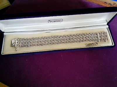 STERLING 925 SILVER DRESS BRACELET. OUTSTANDING PIECE. quality stamped
