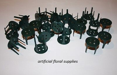 Green Plastic Pin Holders Frogs Oasis attach oasis to trays / pin holders