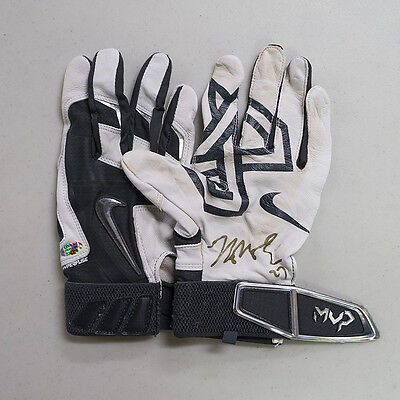 Jung Ho Kang Autographed Pittsburgh Pirates Game-Used Batting Gloves - Onyx COA