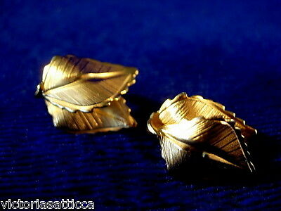 Collectible GIOVANNI Gold Tone Leaves Clip-On Earrings - Signed - Estate Jewelry