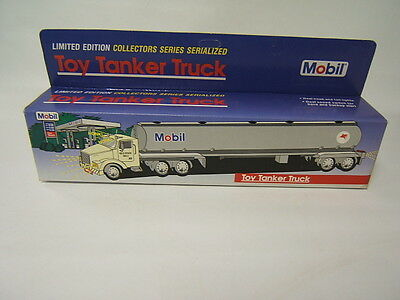 Mobil Oil Limited Edition tanker truck lights/sounds 1993 Collectors Series