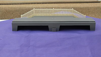 S9805Gy  Hornby Triang Station Platform Steps & Fencing   S1B