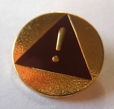 Girl Scout BROWNIE SAFETY AWARD PIN Brown Triangle Button Exclamation Point