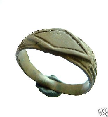 Post medieval bronze ring . (252)