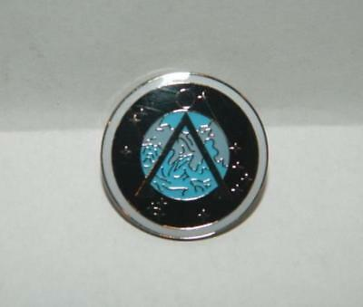 Stargate SG-1 TV Series Project Earth Logo Enamel Metal Pin, NEW UNUSED