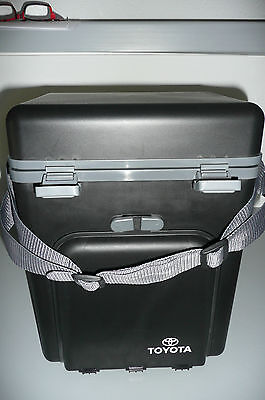 TOYOTA INSULATED PICNIC TOTE COOLER FOR 4  w/ Utensils, CUPS, PLATES