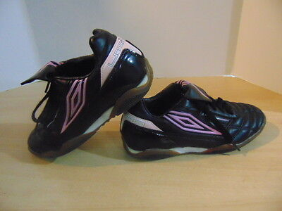 Soccer Shoes Cleats Childrens Size 6 Umbro Indoor Black Pink