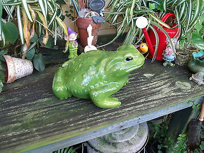 Large Frog Follage Green Lawn / Garden Ornament Statuary