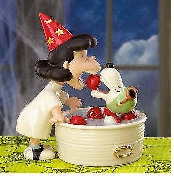 LENOX Peanuts LUCY'S HALLOWEEN SURPRISE SNOOPY sculpture NEW in BOX with COA