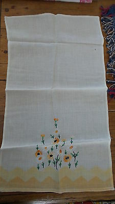 Vintage Embroidered Guest TOWEL Variegated Gold & White DAISIES,Yellow Border