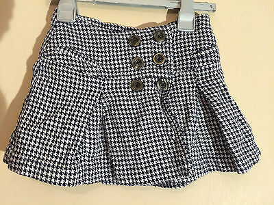 USED: Girls George Black & White pattern, bug buttoned Cotton skirt, age: 5/6