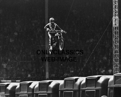 EVEL KNIEVEL HARLEY DAVIDSON XR750 MOTORCYCLE JUMPS 140 FEET 90mph PHOTO WEMBLEY