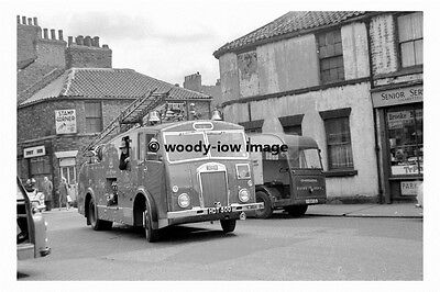 pt8694 - Fire Engine on Cleveland Street , Doncaster Yorkshire - photograph 6x4