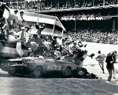 1971 Indy 500 Dodge Challenger Pace Car Crash Into Photographers Stand Photo Wow