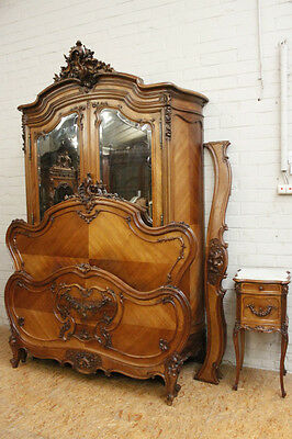 1112018 : Antique French Louis XV 3pc Bombay Bedroom Set - Bed Armoire & Stand