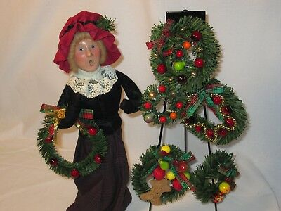 Byers Choice Retired 1997 Woman Selling Wreaths with Tripod New
