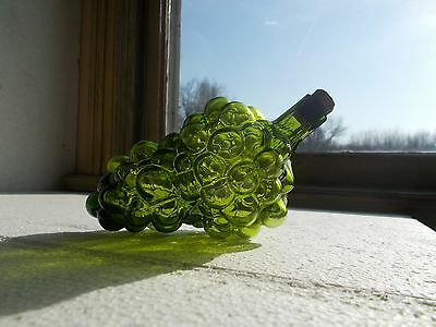 RARE 1890s HAND BLOWN GREEN BUNCH OF GRAPES FIGURAL WINE BOTTLE W/CORK STOPPER