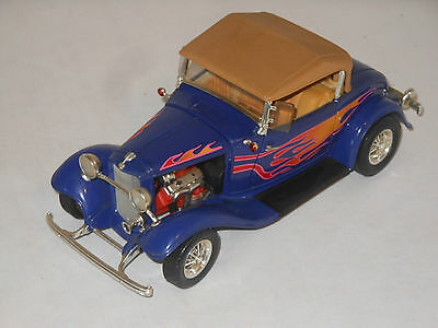 Road Signature Metallmodell - 1:18 Scala - 1932 Ford Roadster