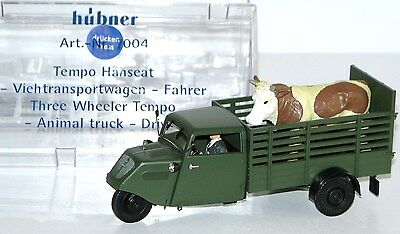 Hübner 1:32 7004 Tempo Hanseat Livestock cart with driver -NEW + OVP