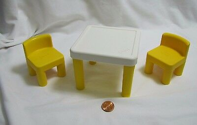 """LITTLE TIKES Dollhouse-Sized DINING KITCHEN TABLE & 2 CHAIRS for 6"""" Dolls Yellow"""