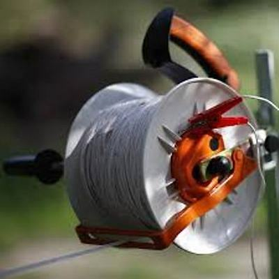Gallagher Geared Electric Fence Kite Reel + free handle Holds 1/3 mile polywire